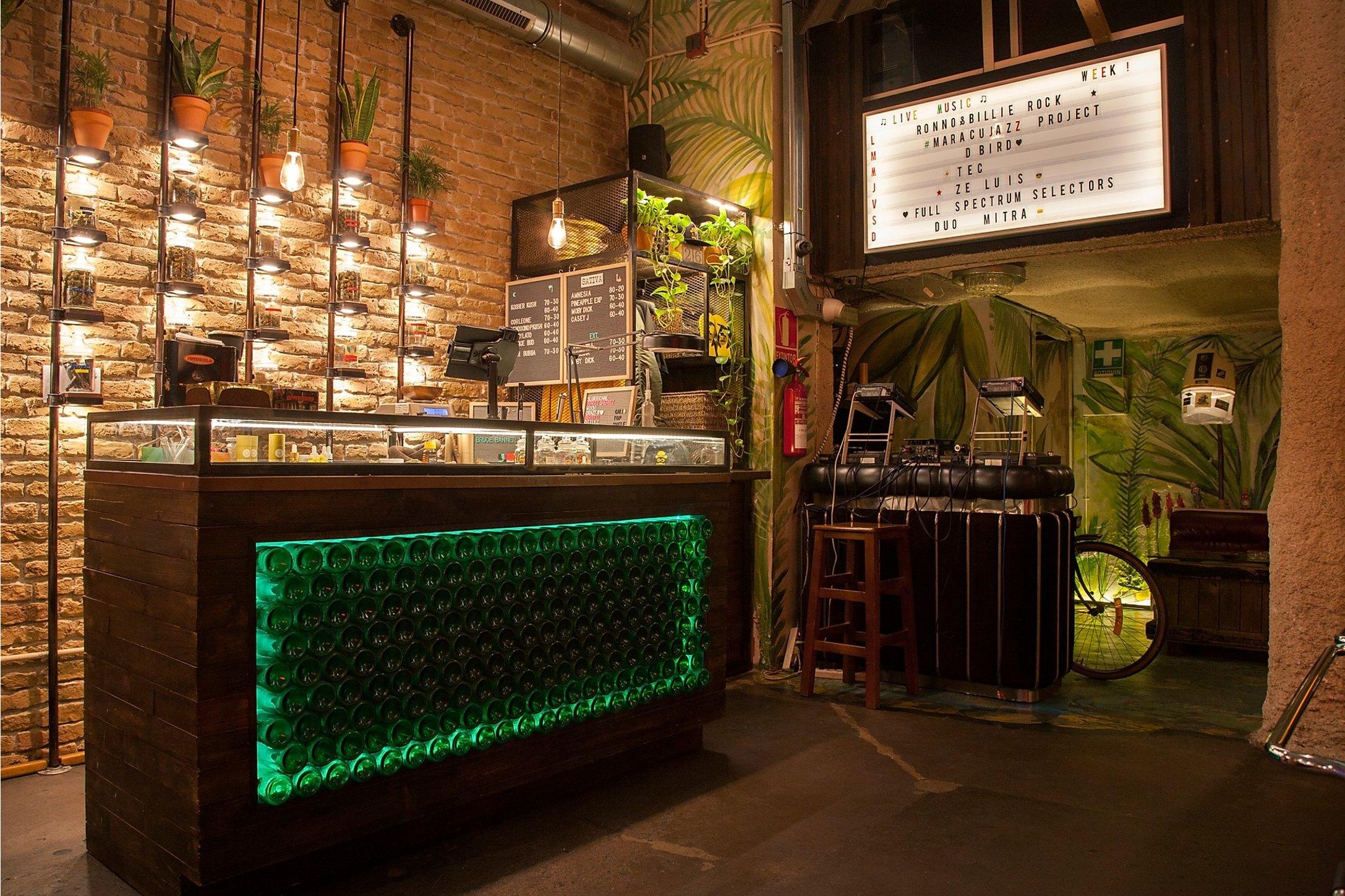 dispensary in cannabis club raval