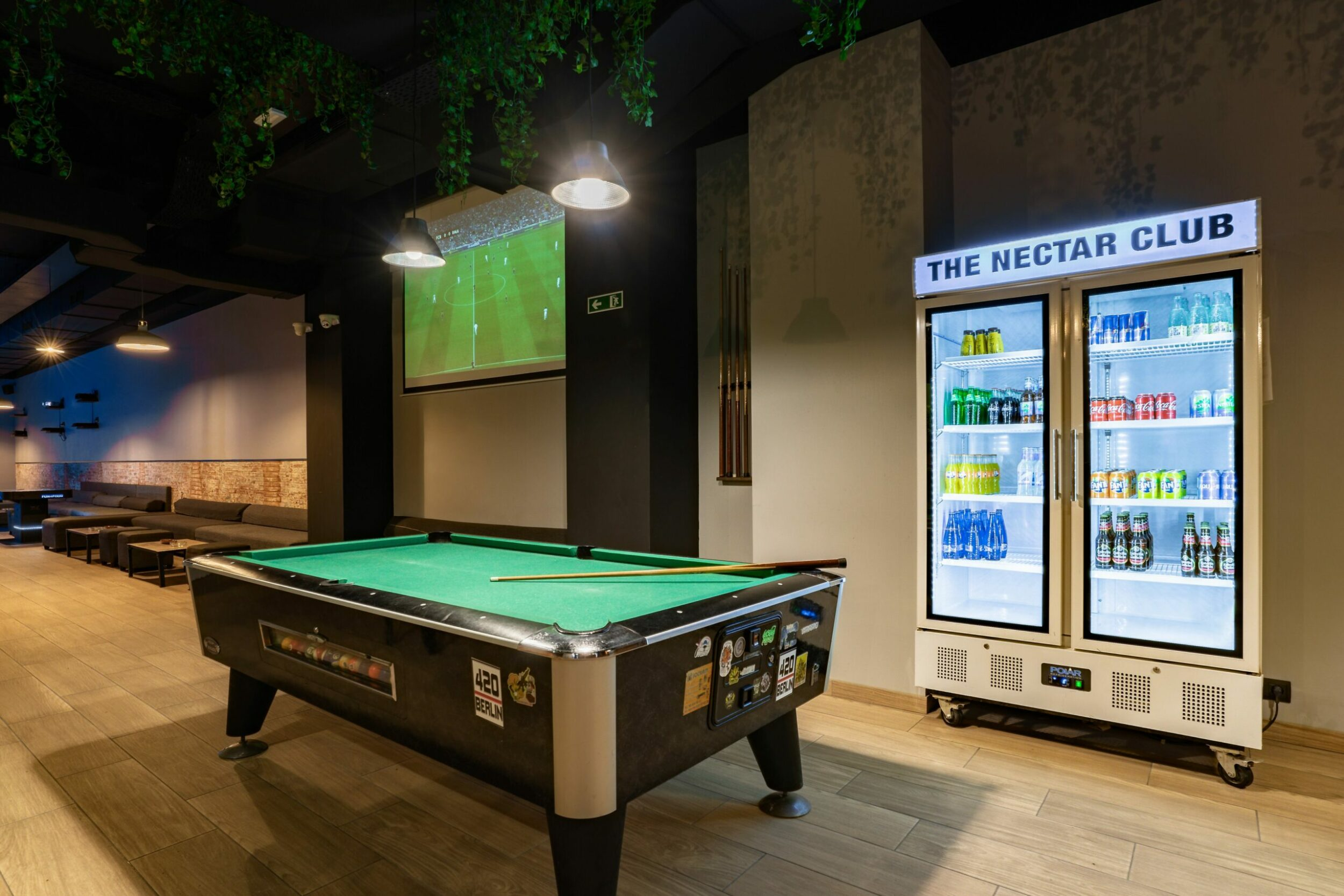 billiard table and refrigerator with drinks in the Sant Antoni Weed Club